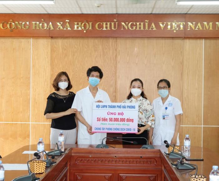 Những hành động thiết thực chia sẻ với công nhân ở tâm dịch Bắc Giang  - Ảnh 1.