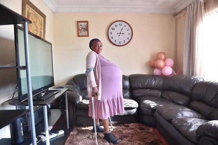 Nam Phi: Một phụ nữ tuyên bố lập kỷ lục sinh 10 - Ảnh 2.