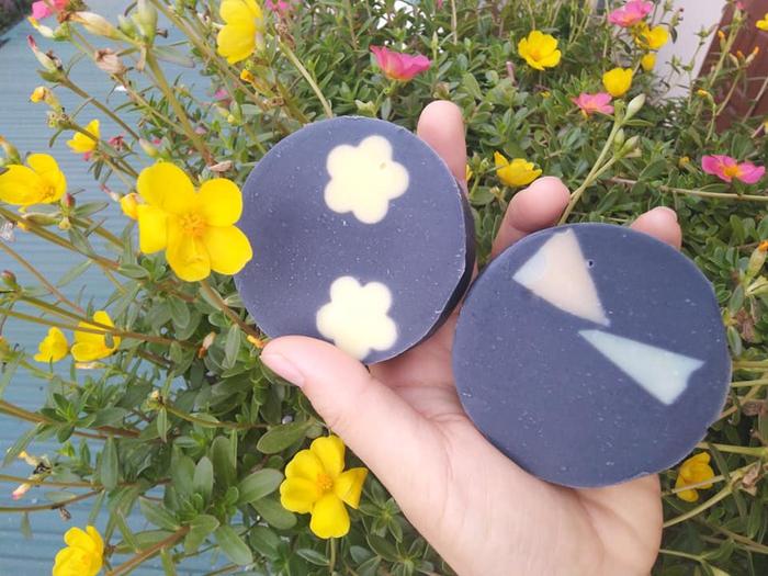 Mẹ bỉm sữa ấp ủ dự án dạy người khiếm thính làm xà bông handmade - Ảnh 3.
