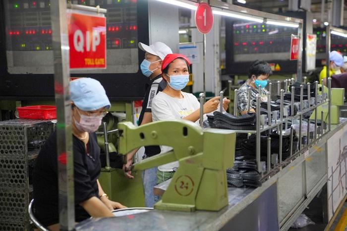 Giải pháp nào tăng cơ hội việc làm cho lao động nữ chuyên môn thấp? - Ảnh 1.