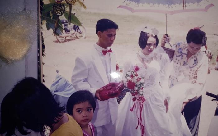 Đọng mãi một thời háo hức đi xem cô dâu, chú rể - Ảnh 4.
