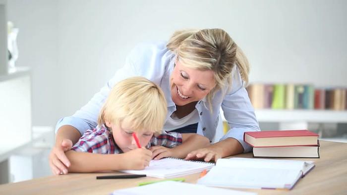 Người mẹ ký hiệp ước với con trai 7 tuổi vì con hay làm phiền - Ảnh 1.
