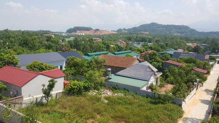 Những ngôi nhà kiên cố xây dựng từ hàng chục năm nay, bỗng nhiên nhận được quyết định cưỡng chế, thu hồi