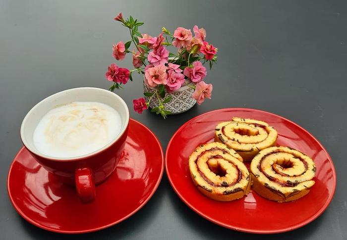 Mẹ Việt ở Đức làm bánh bông lan cuộn mứt nhừ ai cũng muốn nếm thử  - Ảnh 1.