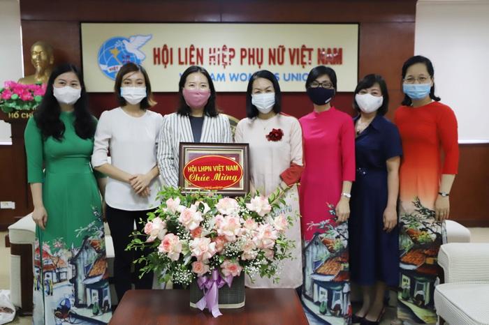 Trao kỷ niệm chương Vì sự phát triển của phụ nữ cho Phó Giám đốc KOICA Việt Nam