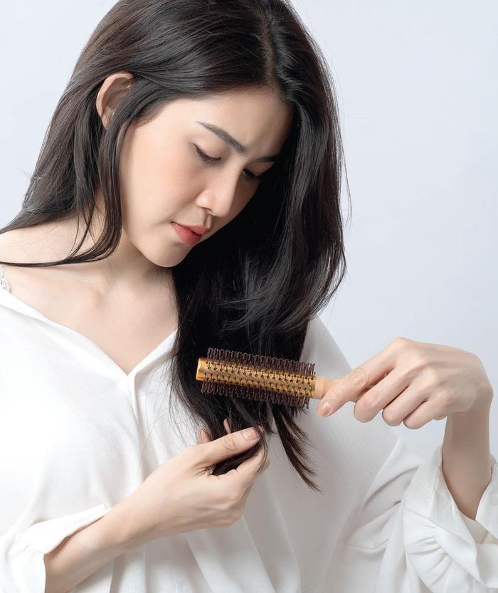 Chăm sóc tóc ngày hè - Ảnh 1.