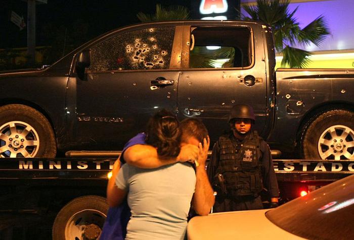 Vấn nạn đổi tình dục để phẫu thuật thẩm mỹ ở thủ đô ma tuý của Mexico - Ảnh 4.