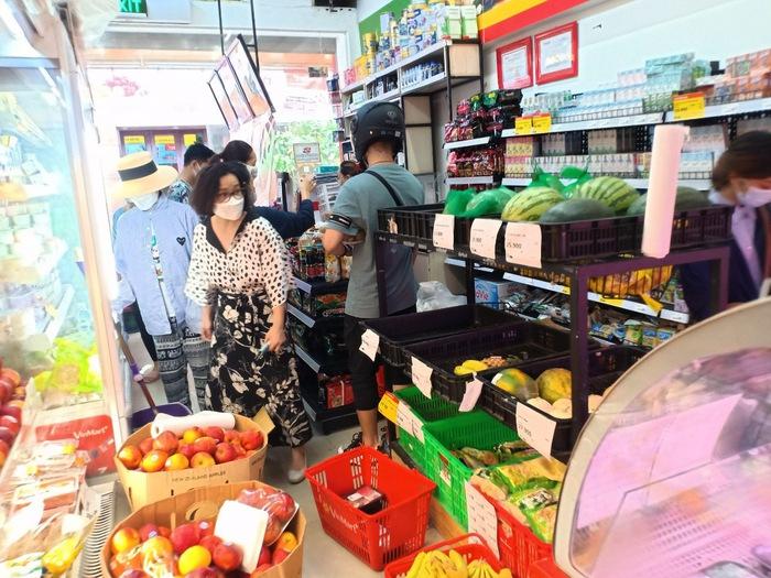 Giá thực phẩm ngày đầu giãn cách xã hội tại Hà Nội thế nào? - Ảnh 2.