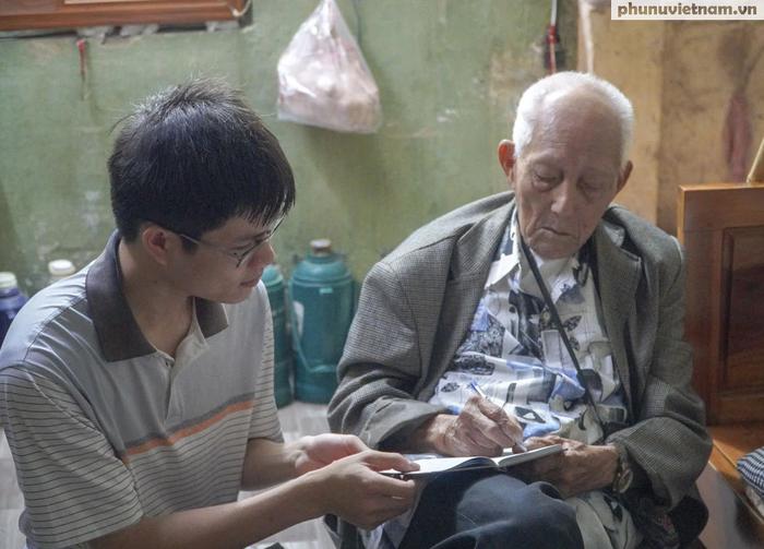 """Lần gặp mặt cuối cùng giữa """"Hùng xám đường số 4"""" 101 tuổi với nhà văn Sơn Tùng - Ảnh 9."""