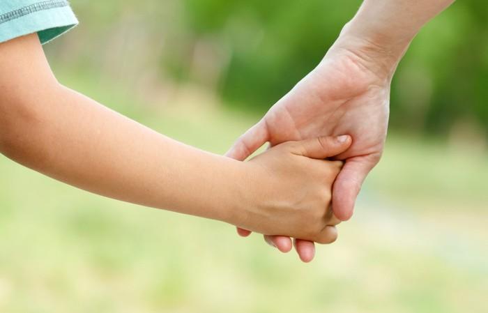 Mẹ ngăn nước mắt rơi để cùng con chiến đấu với ung thư - Ảnh 1.