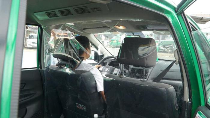 Người dân Hà Nội đã có thể đi taxi trong thời gian giãn cách xã hội - Ảnh 1.