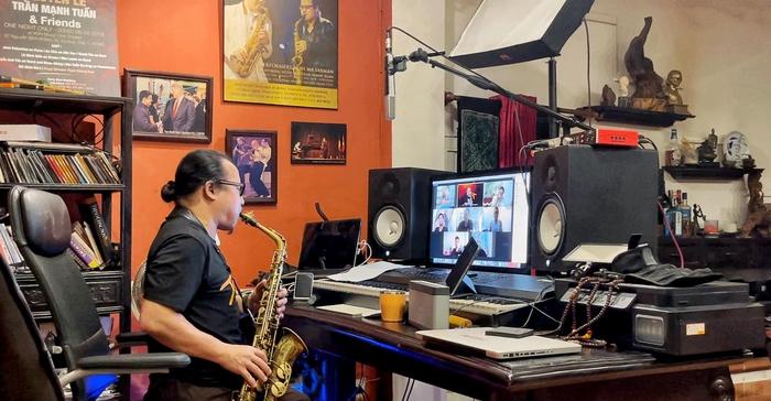 Trần Mạnh Tuấn đang đào tạo online cho học viên quốc tế  trong mùa dịch