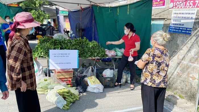 Cửa hàng 0 đồng và những người phụ nữ kéo xe thồ phát lương thực - Ảnh 1.