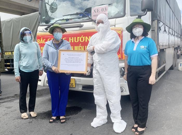 Bắc Giang chở hơn 100 tấn nông sản ủng hộ TPHCM chống dịch - Ảnh 2.
