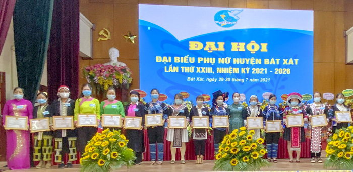 Phụ nữ góp phần xây dựng Bát Xát trở thành huyện biên giới phát triển  - Ảnh 2.