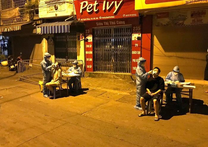 Hà Nội: Phong tỏa phường Chương Dương do có dân quân ở chốt dương tính với Covid-19 - Ảnh 1.