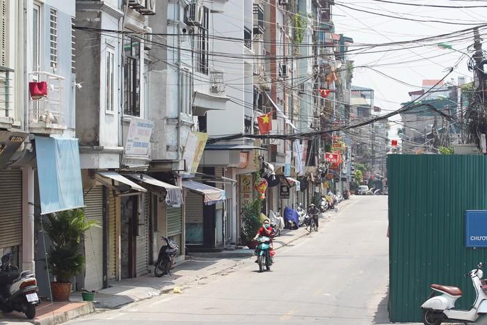 Cận cảnh phong tỏa phường Chương Dương (Q.Hoàn Kiếm, Hà Nội) với hơn 18.000 dân - Ảnh 4.