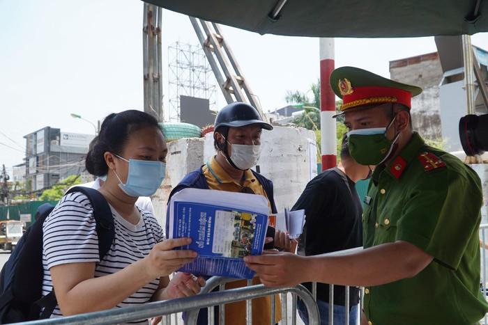 Cận cảnh phong tỏa phường Chương Dương (Q.Hoàn Kiếm, Hà Nội) với hơn 18.000 dân - Ảnh 2.