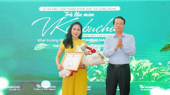 Nữ doanh nhân làm trà kombucha vải thiều tôn vinh nông sản Việt - Ảnh 1.