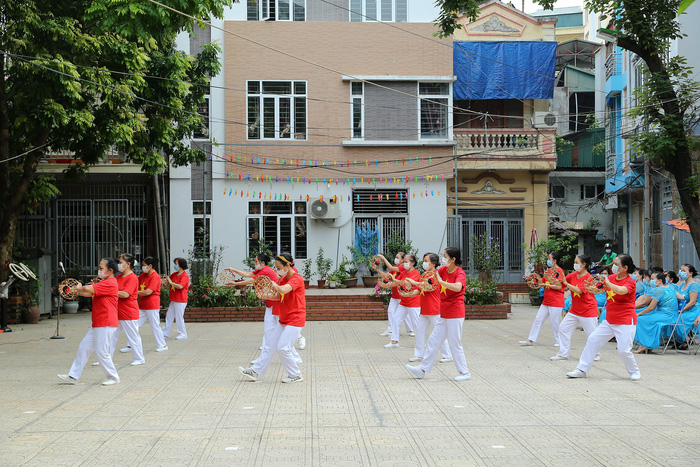 Hà Nội: Hội LHPN phường Phương Liệt khánh thành công trình Thể dục thể thao ngoài trời - Ảnh 7.