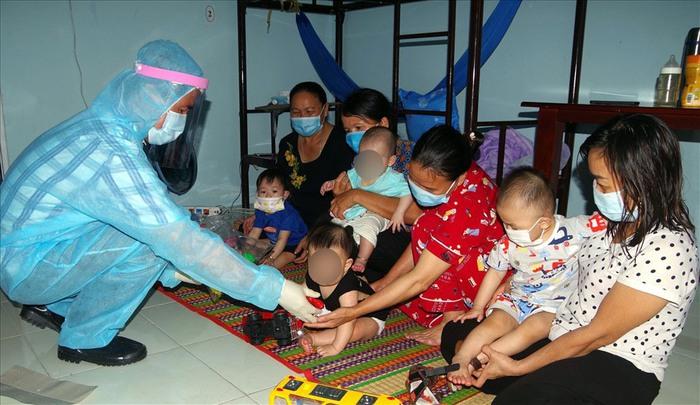 Các bước thủ tục hỗ trợ trẻ em và người đang điều trị Covid-19 và cách ly y tế - Ảnh 1.