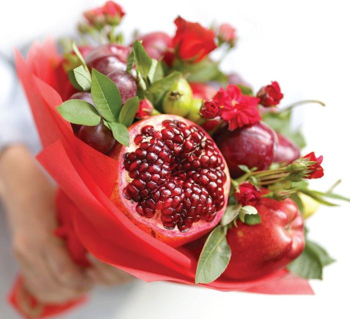 Độc đáo hoa kết từ... trái cây - Ảnh 1.