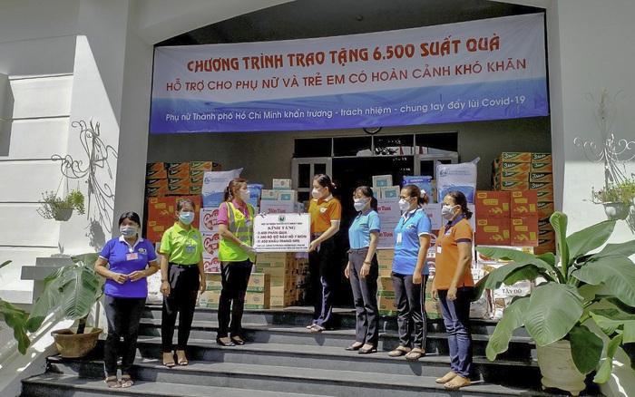 Phụ nữ TPHCM trao hơn 6.500 phần quà cho phụ nữ, trẻ em có hoàn cảnh khó khăn