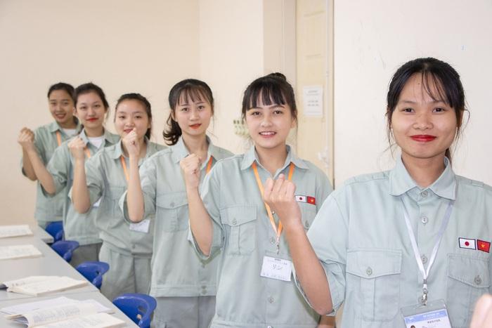 Chú trọng giáo dục định hướng cho lao động đi làm việc ở nước ngoài theo hợp đồng - Ảnh 1.
