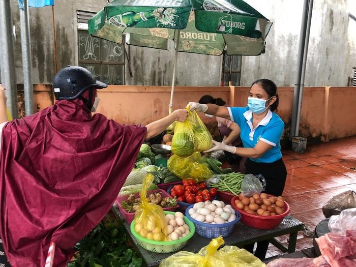 TP Vinh – Nghệ An: Thiết thực điểm bán thực phẩm lưu động phục vụ người dân - Ảnh 3.