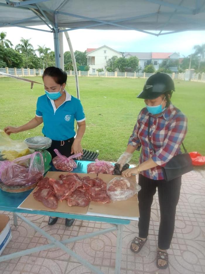 TP Vinh – Nghệ An: Thiết thực điểm bán thực phẩm lưu động phục vụ người dân - Ảnh 1.