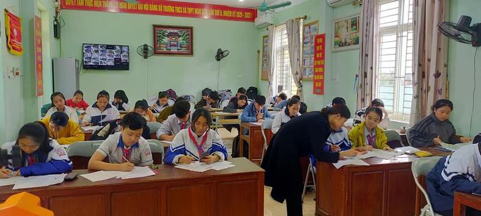Gần 40.000 học sinh thị xã Nghi Sơn trở lại trường - Ảnh 1.