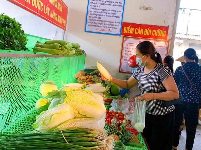 """Hà Tĩnh: Độc đáo gian hàng thực phẩm """"không người bán, vạn người mua""""  - Ảnh 1."""