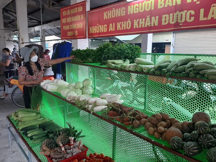 """Hà Tĩnh: Độc đáo gian hàng thực phẩm """"không người bán, vạn người mua""""  - Ảnh 3."""