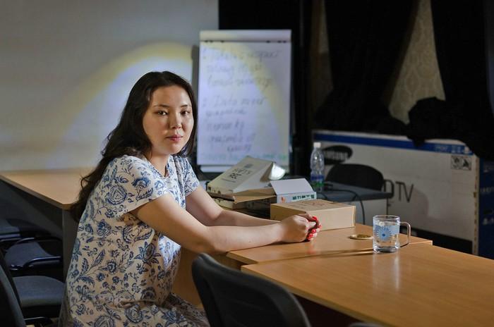 Truyền cảm hứng chinh phục giấc mơ không gian cho phụ nữ Kyrgyzstan - Ảnh 1.