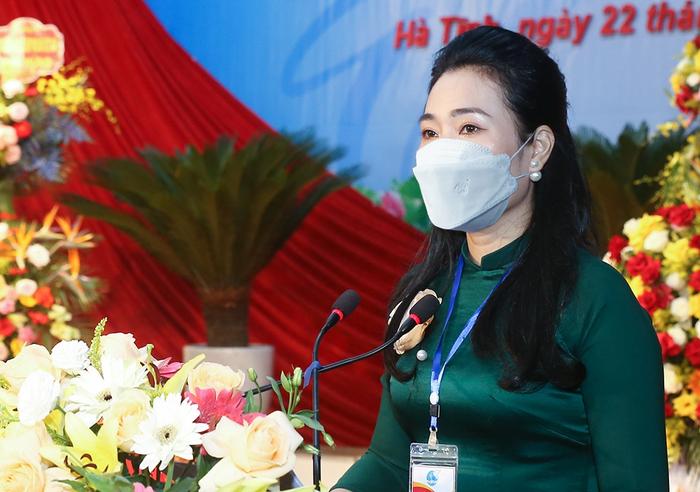Bà Nguyễn Thị Việt Hà tái đắc cử Chủ tịch Hội LHPN tỉnh Hà Tĩnh nhiệm kỳ 2021-2026 - Ảnh 1.