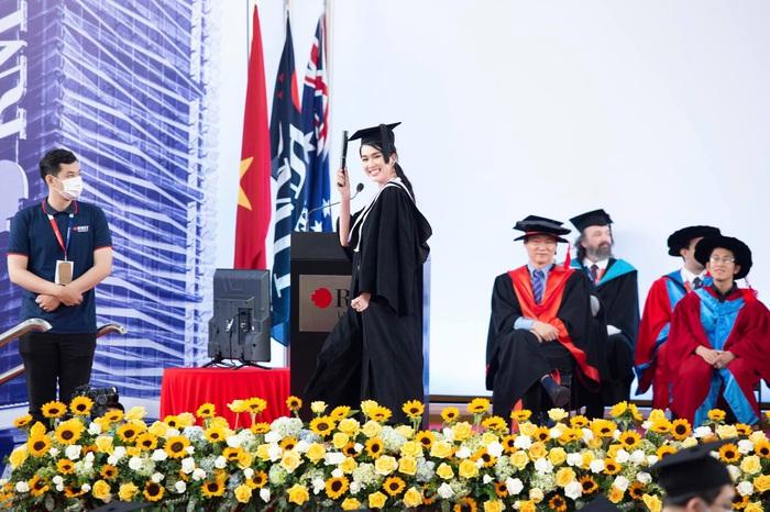 Á hậu Phương Anh nhận học bổng thạc sĩ của trường Đại học RMIT - Ảnh 1.