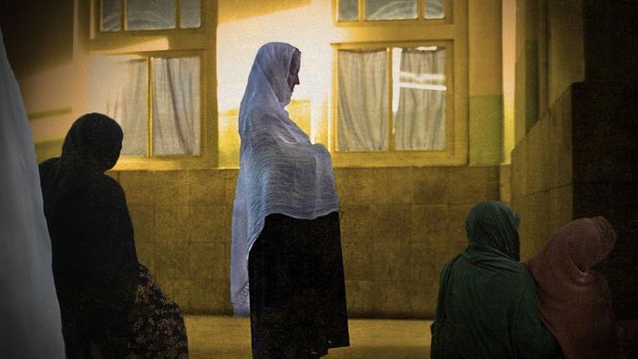 Khó khăn của phụ nữ Afghanistan khi sinh con dưới thời Taliban - Ảnh 2.