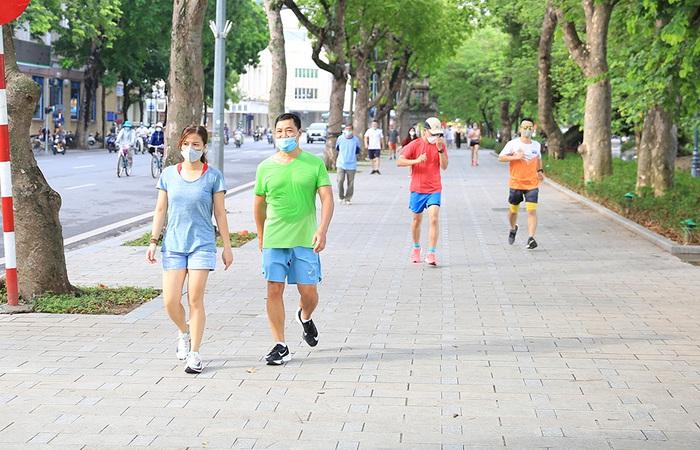 Từ 28/9, Hà Nội cho phép thể dục thể thao ngoài trời, mở cửa trung tâm thương mại - Ảnh 1.