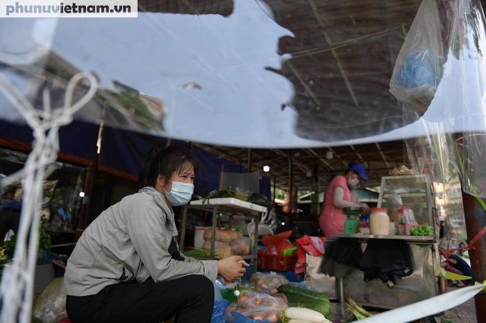 Thực phẩm tươi sống, thủy hải sản đồng loạt giảm giá ở nhiều nơi  - Ảnh 1.