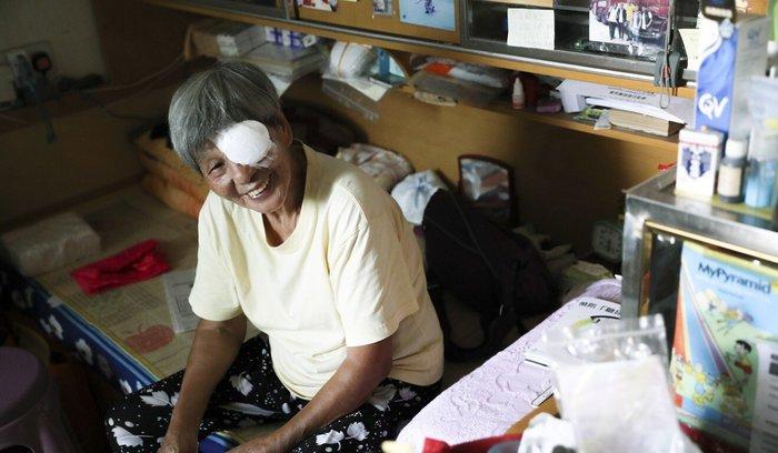 Hồng Kông: Người già sống một mình - quả bom hẹn giờ cho cái chết cô độc - Ảnh 1.