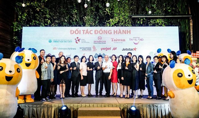 Đại diện Ban lãnh đạo TripU, Vietravel cùng đối tác tại Lễ ra mắt Siêu ứng dụng Du lịch đầu tiên của Việt Nam