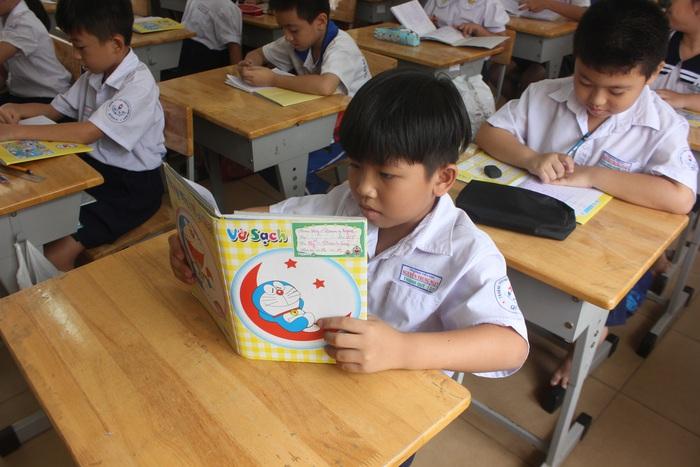 Nhiều lo lắng khi triển khai chương trình giáo dục phổ thông mới tại TPHCM  - Ảnh 1.