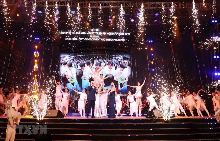 Khai mạc Lễ hội TPHCM - Phát triển và Hội nhập năm 2019 - Ảnh 1.