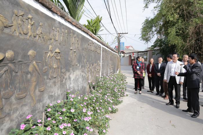 Các con đường vùng nông thôn Bắc Giang hôm nay đã được bê tông cứng hóa sạch sẽ, thoáng rộng