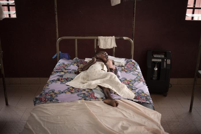 Cuộc chiến chống đại dịch HIV/AIDS vẫn còn gian nan - Ảnh 1.