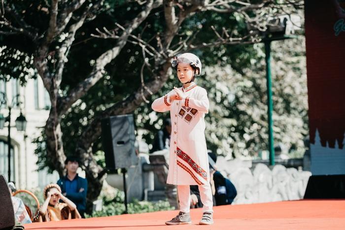 Ngắm dàn hotboy nhí mặc áo dài, đội mũ bảo hiểm tại Ngày hội Mottainai - Ảnh 5.