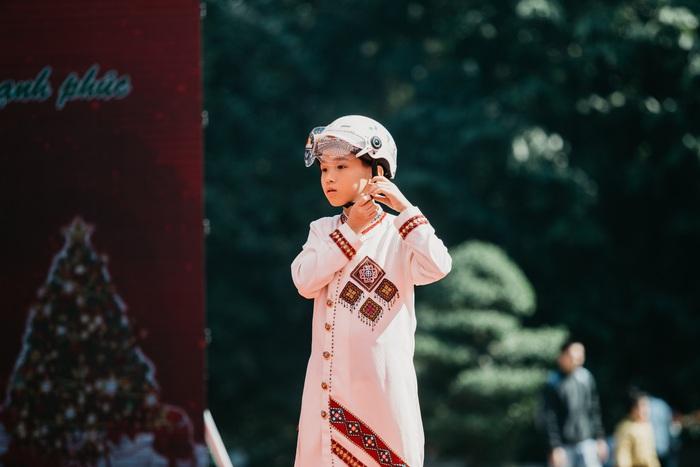 Ngắm dàn hotboy nhí mặc áo dài, đội mũ bảo hiểm tại Ngày hội Mottainai - Ảnh 4.