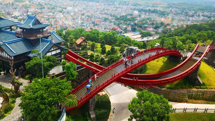 """Làm sao để hạ tầng thực sự là """"đòn bẩy"""" của du lịch Quảng Ninh? - Ảnh 4."""