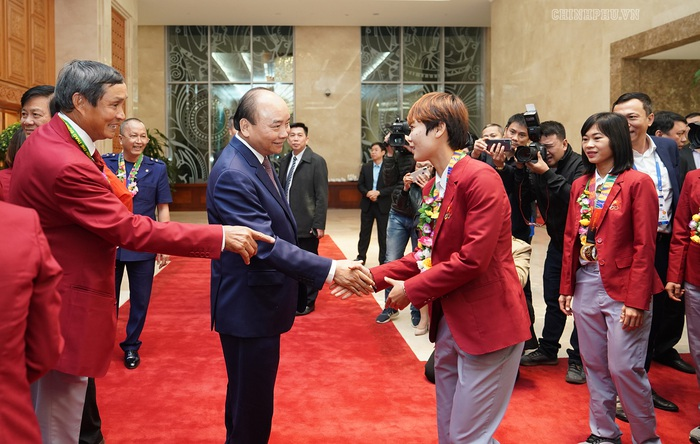 Thủ tướng gặp mặt đội tuyển bóng đá nữ, nam: Chiến thắng của bản lĩnh, khát vọng Việt Nam - Ảnh 2.