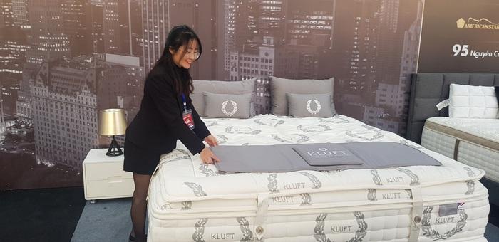 Bộ đệm giường Palais Vie De Luxe trị giá lên tới 1 tỷ đồng thu hút người nhiều người tham quan
